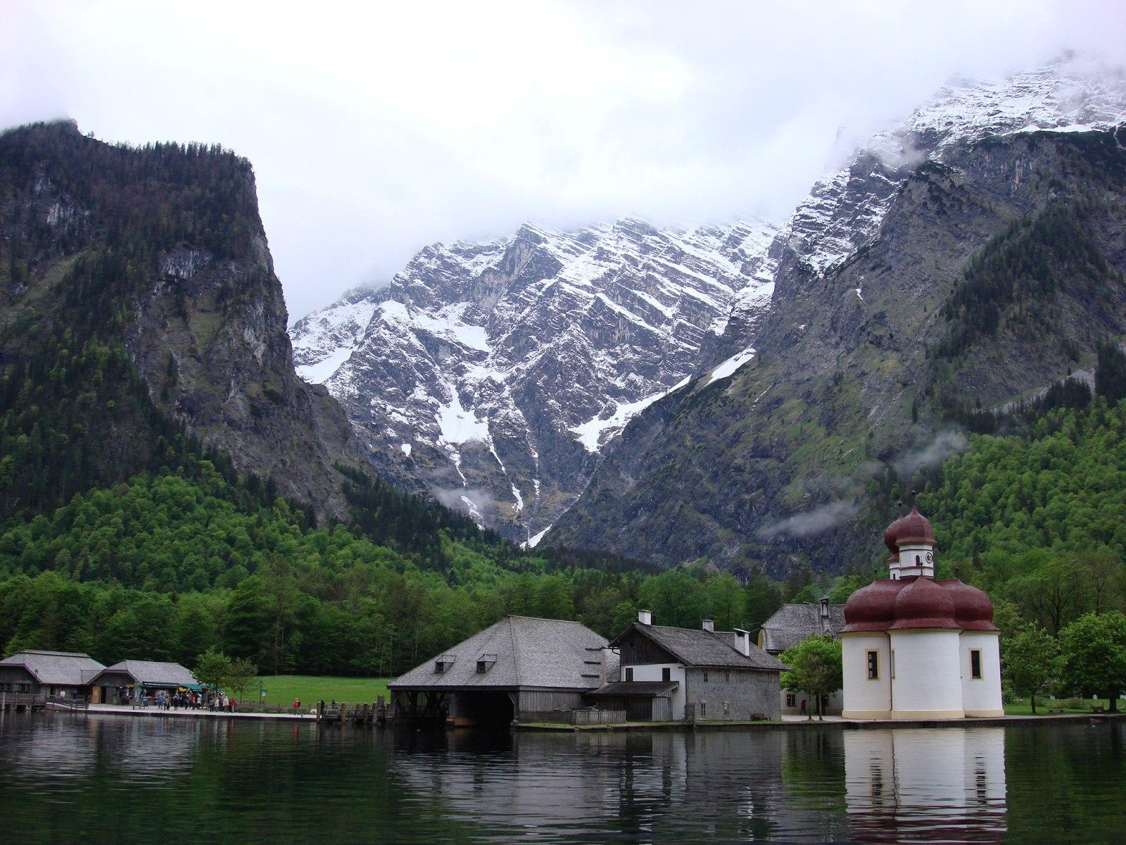 """Озеро Кёнигзее, что означает в переводе """"Королевское озеро""""(Германия)"""